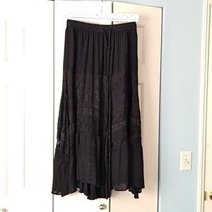 Black ankershift hem maxi skirt with lace